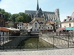 Amiens pl du dom.jpg