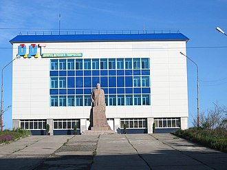 Anadyr (town) - Anadyr Child Creativity Palace, with the Lenin statue in front of the building