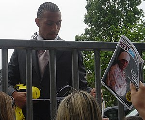 English: Anton Ferdinand signing autographs fo...