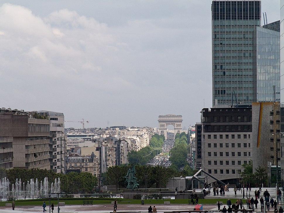 Arc de Triomphe depuis La Defense