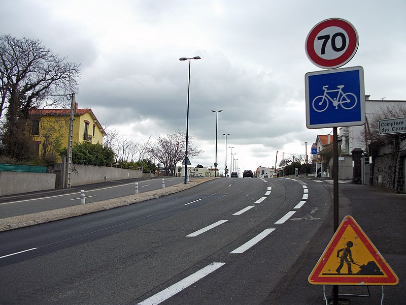 Landais Ave (departmental road 2099, former route nationale 9) in Clermont-Ferrand, towards Issoire.