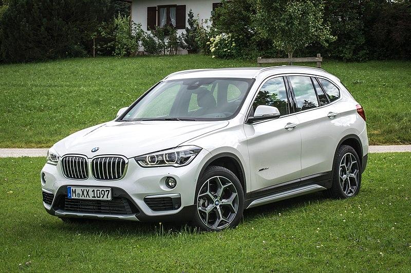 2020 - [Mercedes] GLA II - Page 4 800px-BMW_X1_xDrive25d_%28F48%29_-_Frontansicht