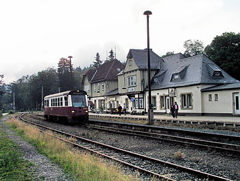 Elend station with a railbus. Nederlands: Stat...