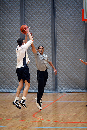 English: President Barack Obama plays basketba...