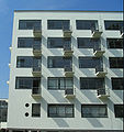 Bauhaus-Dessau Wohnheim Balkone.jpg