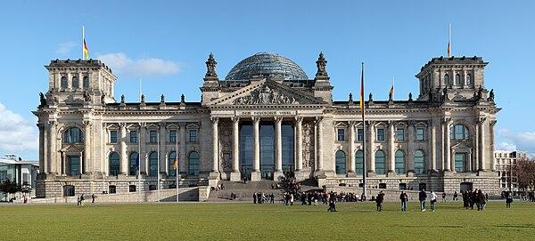Palácio do Reichstag - Sede do Parlamento 600px-Berlin_reichstag_west_panorama