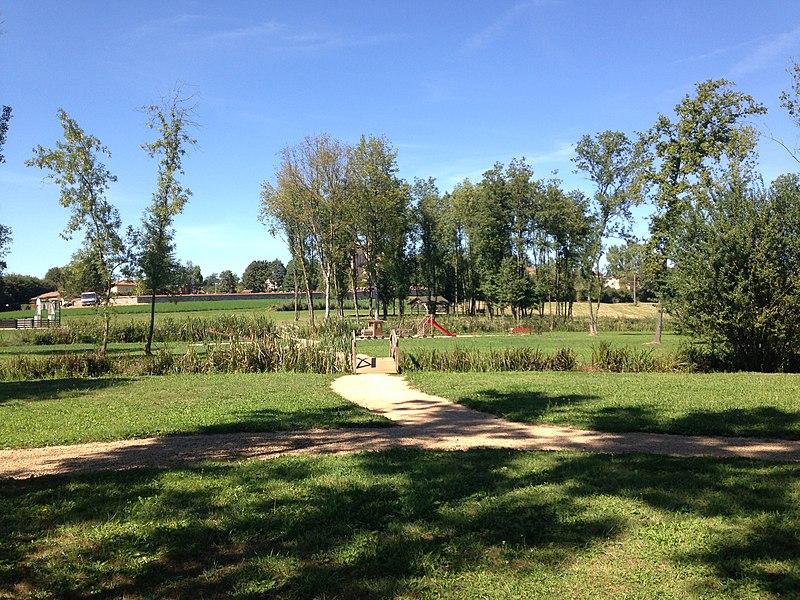 Parc sur les bords du Menthon dans la commune de Saint-Cyr-sur-Menthon