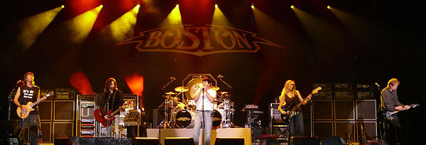 Boston playing in Hinckley, MN, in 2008. L to R: Scholz, Sweet, DeCarlo, Dahme, and Pihl Boston (band) - 2008 at the Grand Casino in Hinckley.jpg