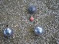 Bouchon et trois boules Pétanque.jpg