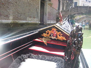 English: The bow of a godola in venice