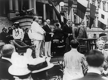 Leaders of the Democratic Party during the first half of the 20th century on 14 June 1913: Secretary of State William J. Bryan, Josephus Daniels, President Woodrow Wilson, Breckinridge Long, William Phillips, and Franklin D. Roosevelt Breckinridgelong2.jpg