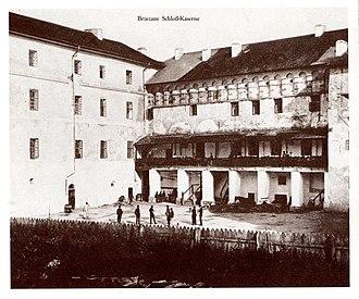 Berezhany Castle - Image: Brzezany Hof der Schloß Kaserne