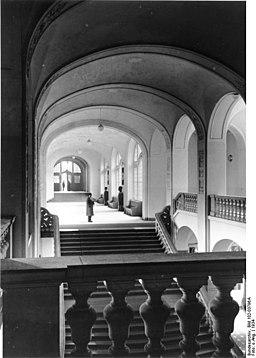 Geheimes Staatspolizeiamt, Bundesarchiv, Bild 102-03796A / CC-BY-SA 3.0 [CC BY-SA 3.0 de (https://creativecommons.org/licenses/by-sa/3.0/de/deed.en)], via Wikimedia Commons