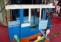 Bus bleu sur vieux manège.JPG