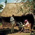 COLLECTIE TROPENMUSEUM Onderzoekster Rose neemt een interview af voor het K.I.T. Medical Research Centre in Nairobi TMnr 20038744.jpg