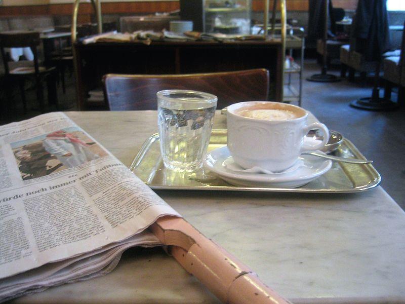 Wiener Kaffeehaus, aufgenommen im Café Bräunerhof in Wien. Foto:  Andreas Praefcke