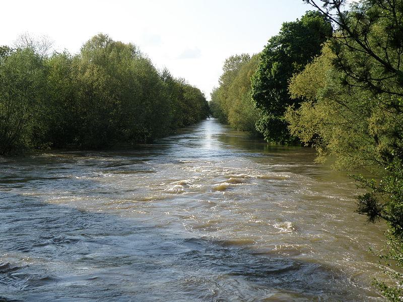 Le canal Saint-Etienne vu du pont de Fouchy. 10000 Troyes