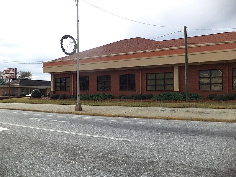 File:Capitol City Bank, US 82, Albany.JPG