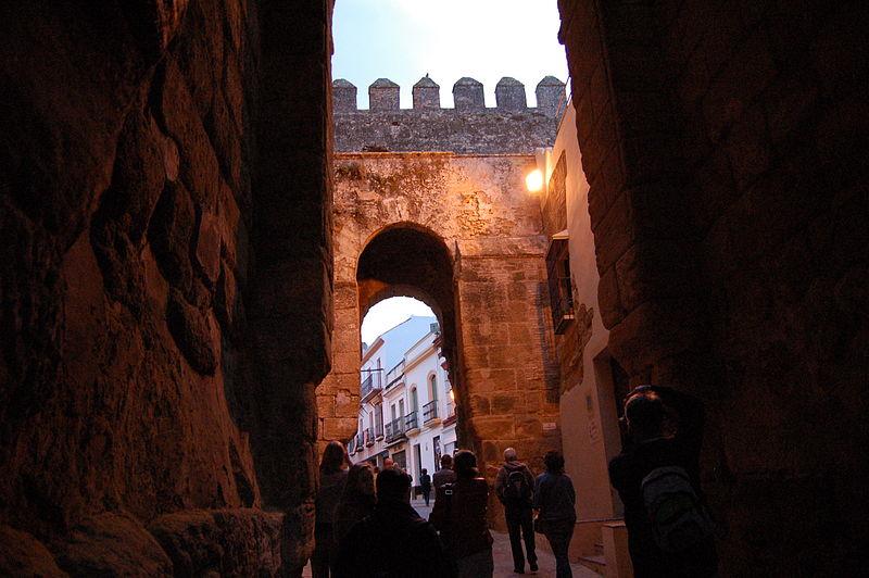 File carmona puerta de sevilla 01 jpg wikimedia commons for Puerta de sevilla carmona