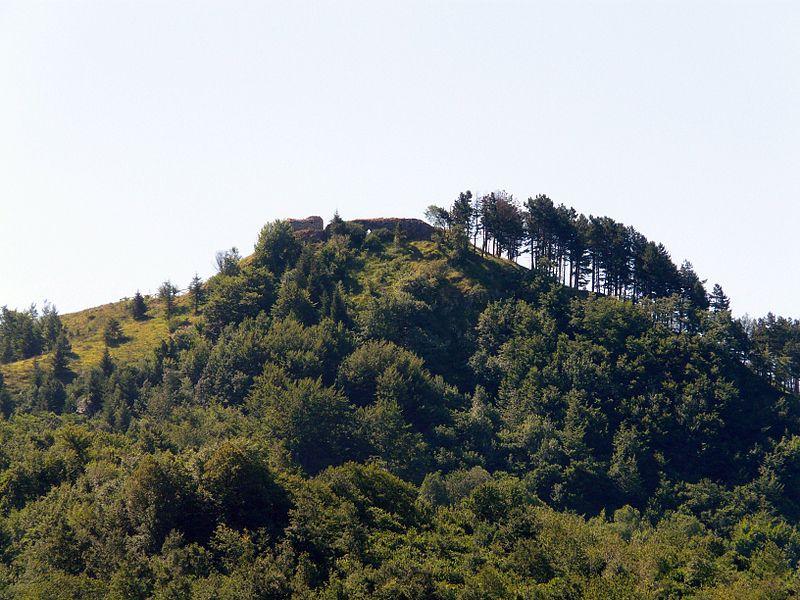 File:Carrega Ligure-castello-panorama da provinciale.jpg