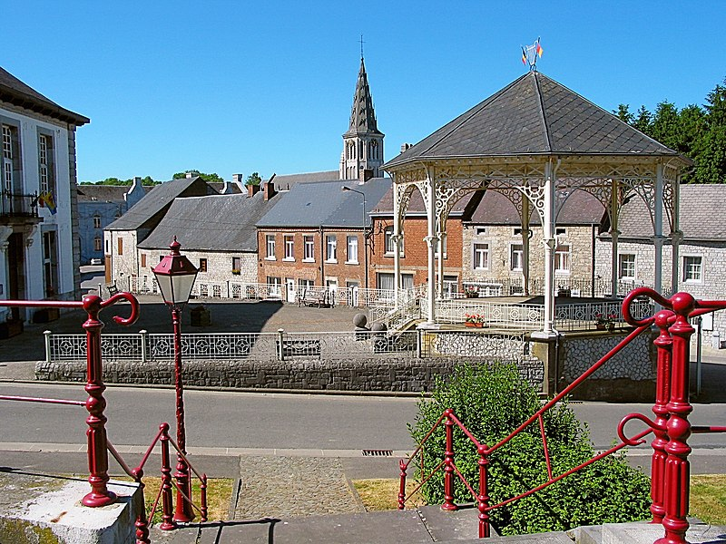 Cerfontaine,  rue du Moulin, the pavilion and the St. Lambertus church.