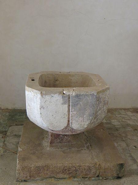 Font baptismal en pierre