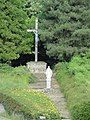 Chérancé (Sarthe) croix de chemin et statue de la Vierge.jpg