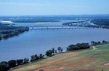 Chain of Rocks Bridges 1997.jpg