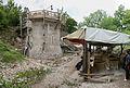 Chantier de restauration des murs extérieurs de ruines du château de Noyers-sur-Serein.jpg