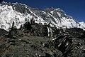 Chhukung Ri-246-Gebetsfahnen vor Nuptse-Lhotse-2007-gje.jpg