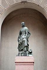 Kristina Gyllenstierna statue
