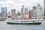 Circle Line boat on the Hudson 01 (9440934967).jpg