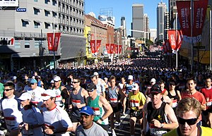 City2Surf (Sydney) - Competitors in the 2007 event run through Kings Cross