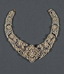 Necklace (Parure)