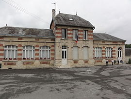 The town hall and school of Crécy-au-Mont