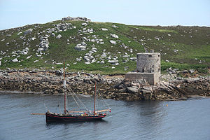 Cromwell's Castle - The castle seen from the sea, overlooked by the ruined King Charles's Castle