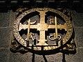 Cruz de consagración en la Catedral de Santiago de Compostela.jpg