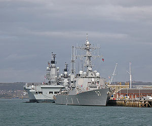 DDG57 USS Mitscher berthed with HMS Ark Royal & HMS Illustrious BB.jpg