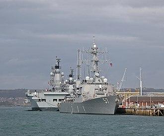 USS Mitscher (DDG-57) - Image: DDG57 USS Mitscher berthed with HMS Ark Royal & HMS Illustrious BB
