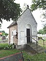 DSC05889 Friedhofskapelle aus dem Jahr 1927 in Györsövényház, Ungarn.jpg