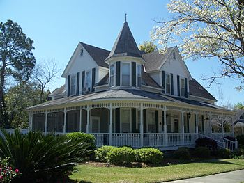A house in the DeFuniak Springs Historic Distr...