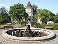 Denkmalnummer A 0047 + B 0020 Dortmund - Wasserschloss und Ambientetrauort Westhusen - Steinbrunnen im Garten.jpg