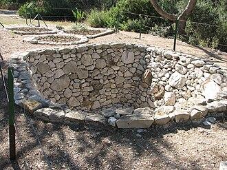 Prehistoric storage pits - Image: Derech Hadorot 3
