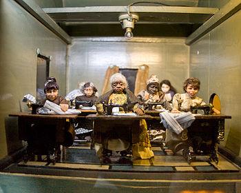 71d3390f89 Varroda bábfigurákkal (Nagy Amerikai Babamúzeum, Danville, Kentucky)