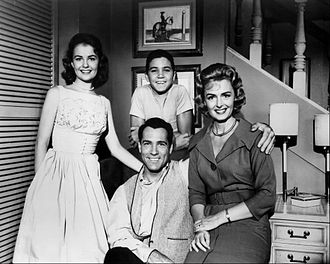 Carl Betz - Donna Reed as Donna Stone, Paul Petersen as Jeff Stone, Carl Betz as Dr. Alex Stone, Shelley Fabares as Mary Stone, The Donna Reed Show (1960)