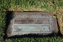 Donna Reed grave at Westwood Village Memorial Park Cemetery in Brentwood, California.JPG