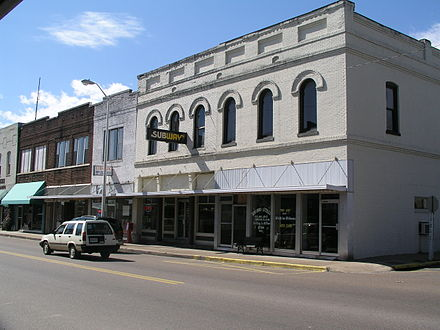 Downtown Henderson, Tennessee, the city near which Arnold was born Downtown henderson tennessee.jpg