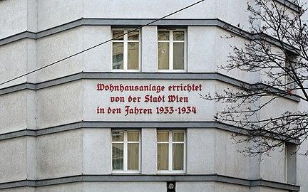 Dr.-Josef-Bayer-Hof 02.jpg