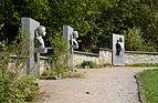 Dukelský pamätník - aleja (by Pudelek).jpg