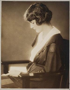 Dulcie Deamer - Portrait photo (1920s)